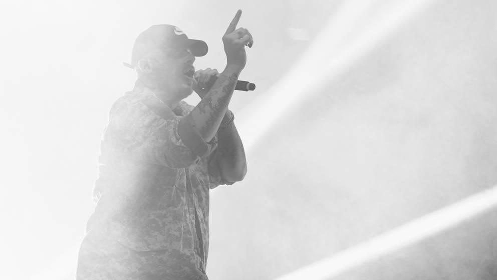 Bringt angeblich gute Laune: Bonez MC, hier live 2017 im Berliner Velodrom
