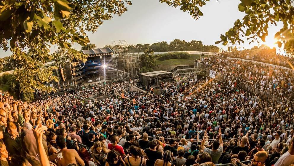 Raven bis zum Sonnenaufgang: Die Dance Arena des Exit Festivals.