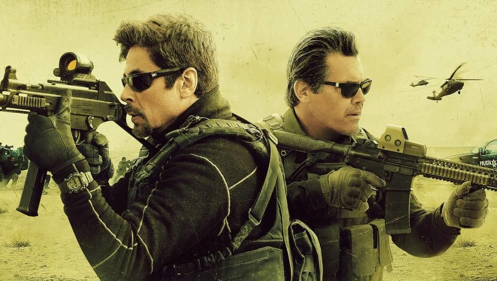 Benicio del Toro und Josh Brolin (r.) schießen sich durch Mexiko.