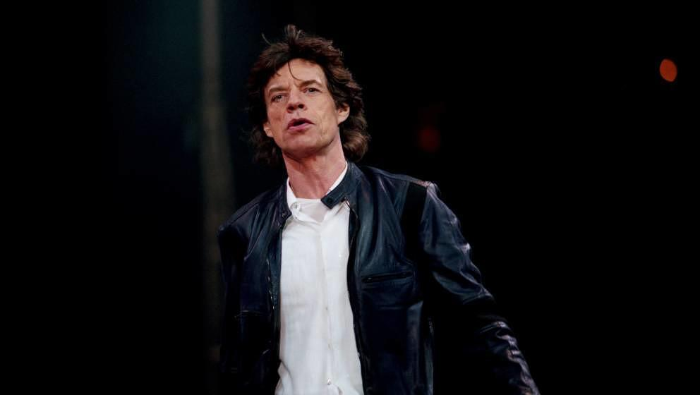 SAN JOSE, CA - APRIL 19:  Mick Jagger performs with The Rolling Stones in concert at the HP Pavilion on April 19, 1999 in San
