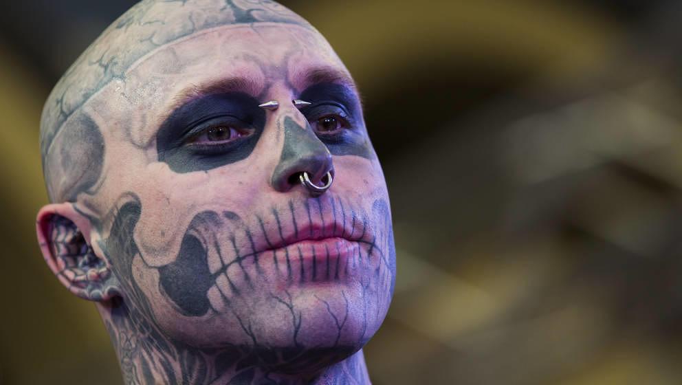 Zombie Boy (Rick Genest) war Model und Schauspieler. Er starb mit 32 Jahren nahe Montreal. Die Polizei geht von Suizid aus.