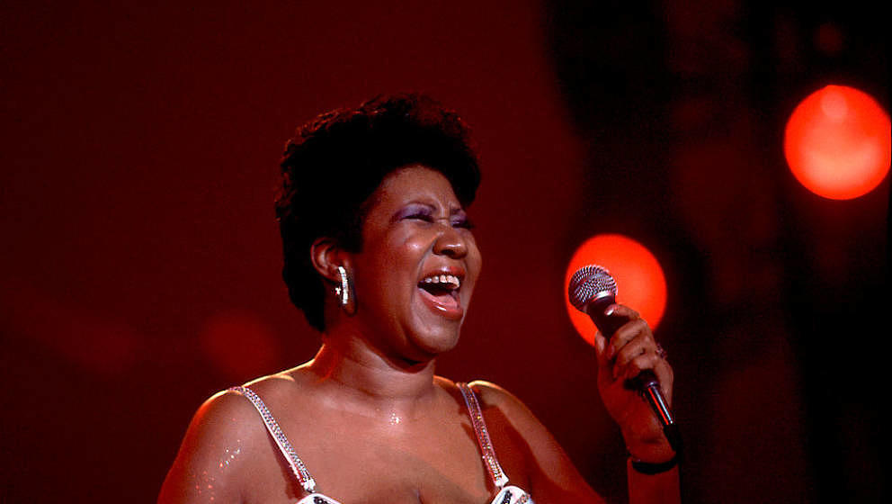 American musician Aretha Franklin performs on stage at the Park West Auditorium, Chicago, Illinois, March 23, 1992. (Photo by