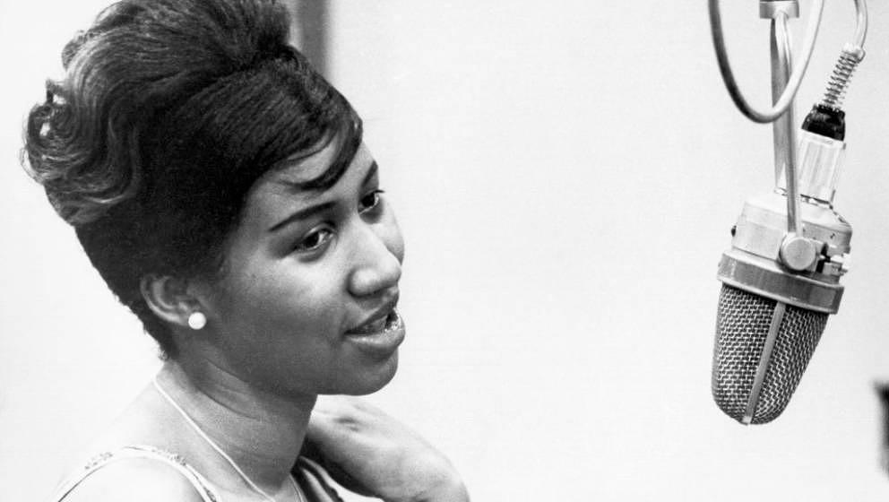 Musician Aretha Franklin recording at the piano at Columbia Studios in 1962 in New York. (Photo by Donaldson Collection/Micha