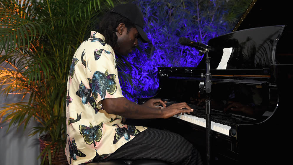 MIAMI BEACH, FL - DECEMBER 06:  Devonte Hynes performs during the Artsy Projects Miami x Gucci: Special Thanks to Bombay Sapp