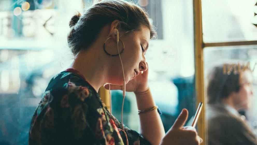 Podcasts werden immer beliebter –und werden auch unterwegs ausgiebig genutzt.