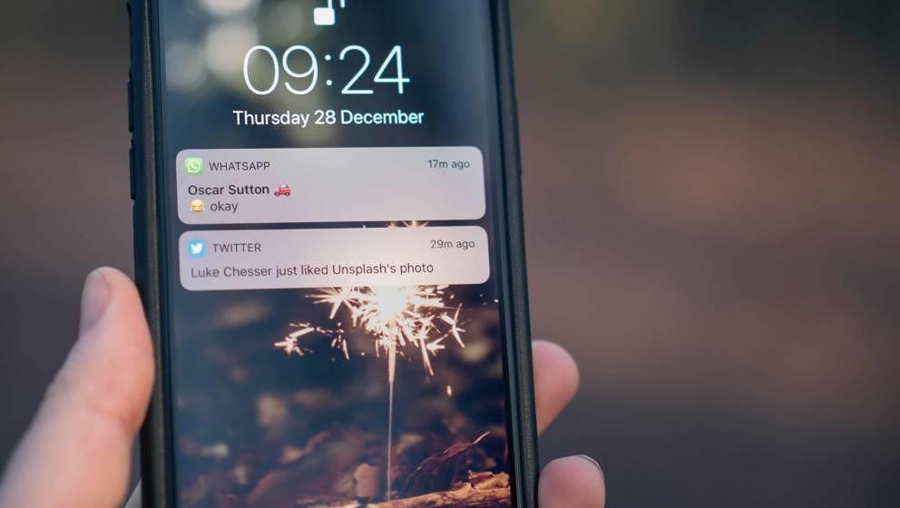 WhatsApp macht es ganz einfach, GIFs mit seinen Freunden zu teilen.