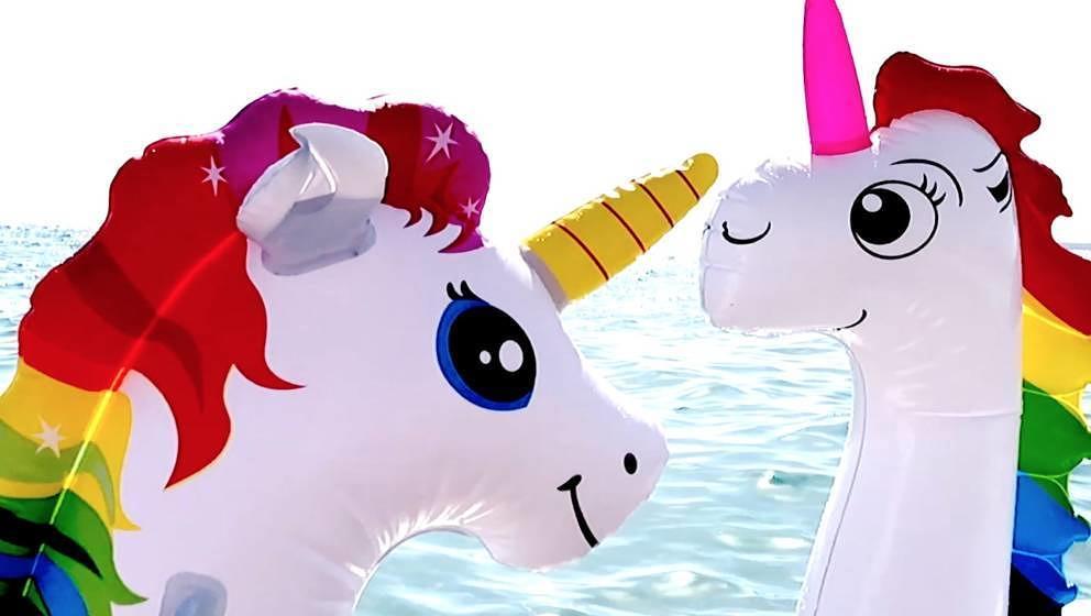 "Free Unicorns! Screenshot aus Hustens neuem Video zu ""An Dich"""
