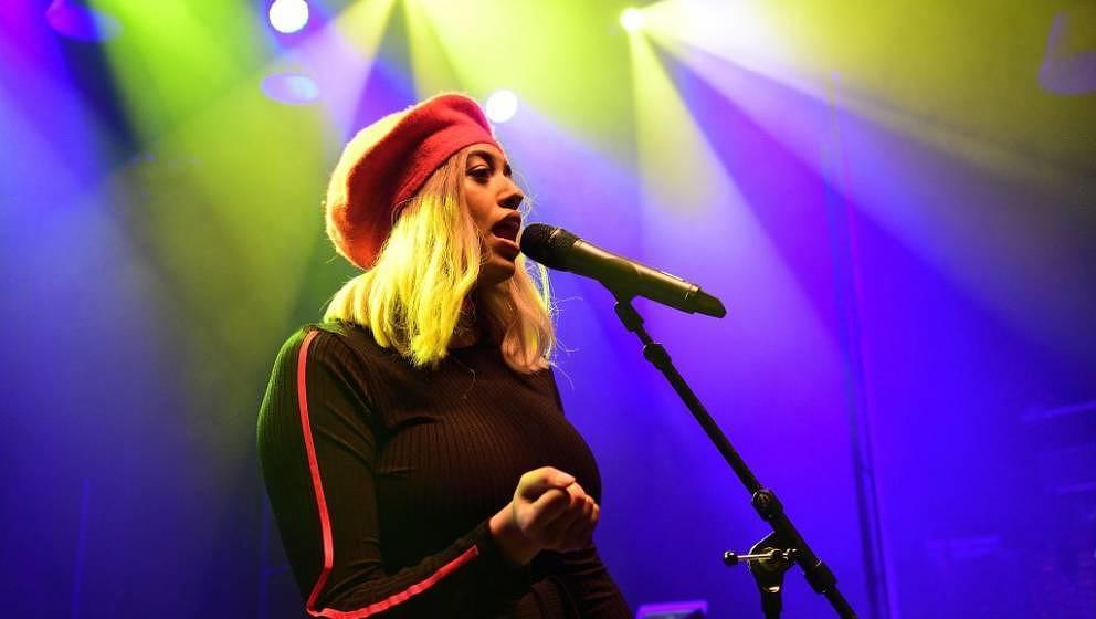 LONDON,UNITED KINGDOM - FEBRUARY 14:  Mahalia performs at O2 Shepherd's Bush Empire on February 14, 2018 in London, England.