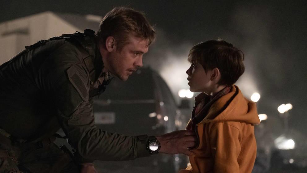 Vater und Sohn: Wen davon will der Predator von der Erde entführen?