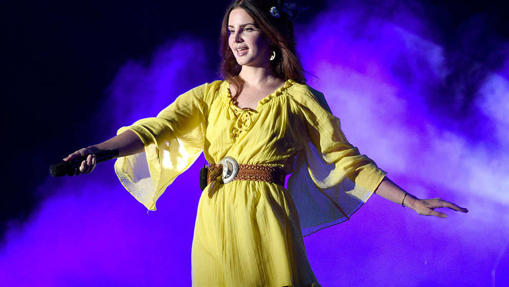 SAN FRANCISCO, CA - AUGUST 07:  Lana Del Rey performs during the 2016 Outside Lands Music And Arts Festival at Golden Gate Pa
