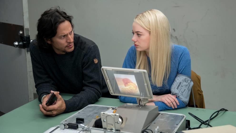 Regisseur Fukunaga mit Emma Stone.