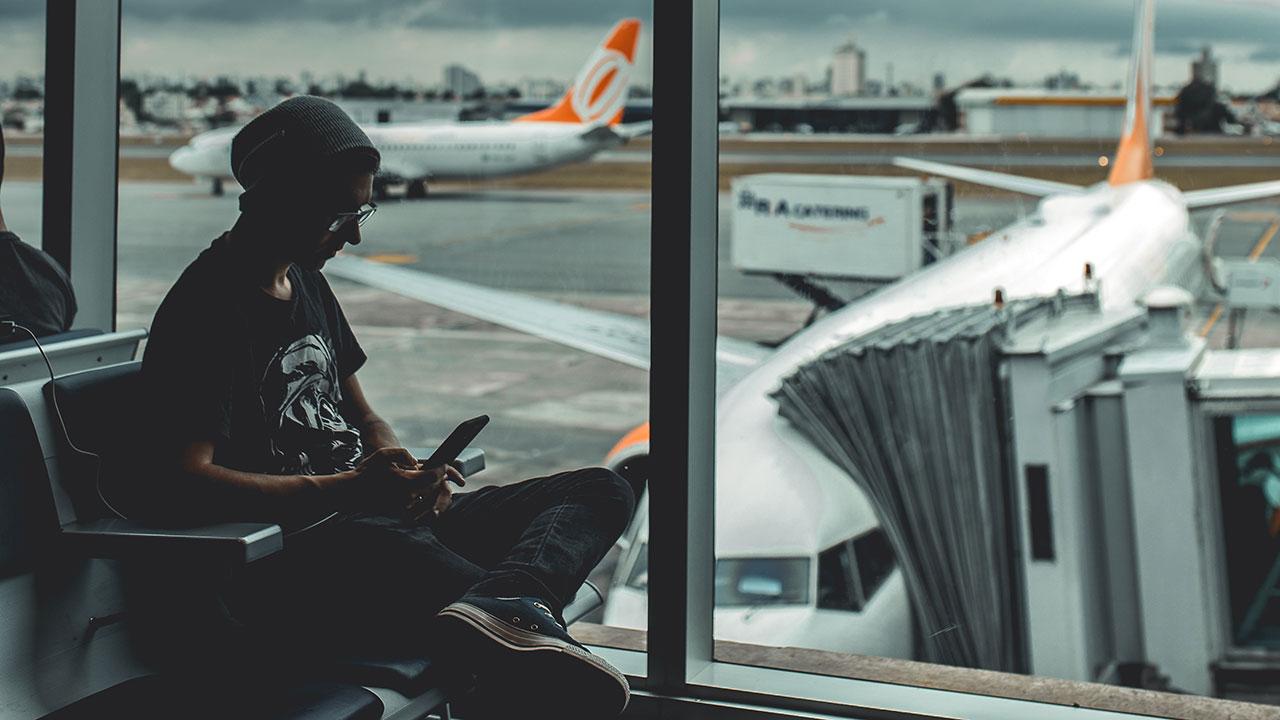 Am Flughafen noch schnell den Soundtrack für die Reise herunterladen.