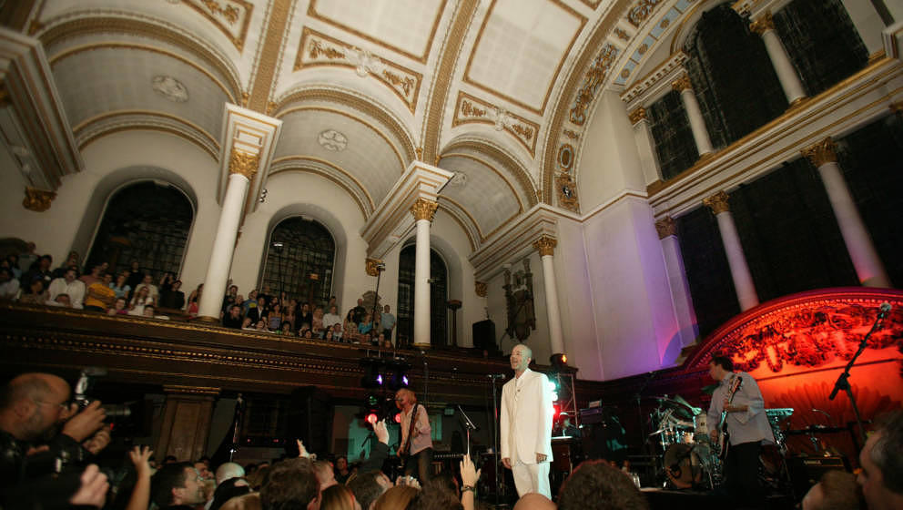 "R.E.M. am 15. September 2004 live in der ""St. James""-Kirche in London"