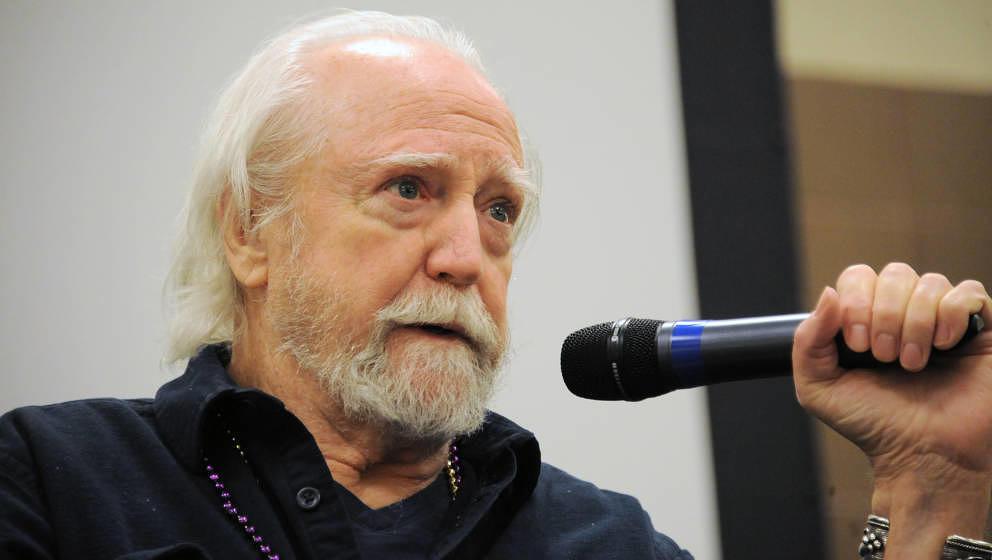 """Scott Wilson, US-Schauspieler, starb am 6. Oktober 2018 mit 76 Jahren. Bekannt wurde er unter anderem durch seine Rolle als Hershel in """"The Walking Dead"""". Auch in Filmen wie """"In the Heat of the Night"""", """"In Cold Blood"""", """"The Great Gatsby"""", """"Dead Man Walking"""" und """"Pearl Harbor"""" spielte er mit."""