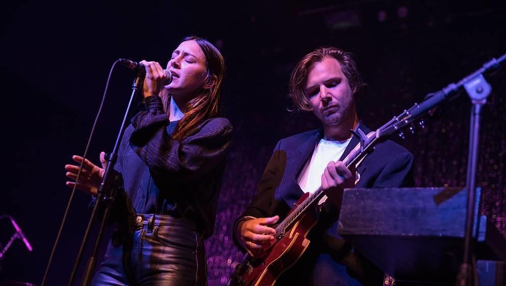 Haerts: Nini Fabi und Ben Gebert live am 30. Juli 2017 in Austin, Texas.
