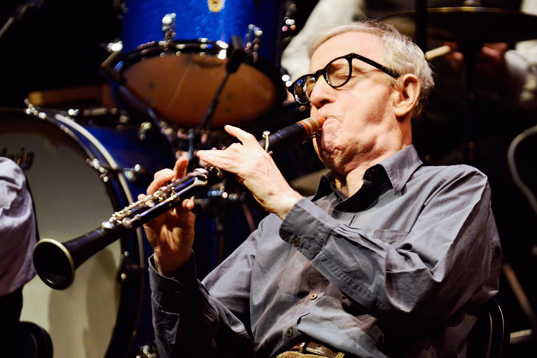 Woody Allens Lieblingsmusik Jazz bringt er mit seiner Klarinette zum Ausdruck.