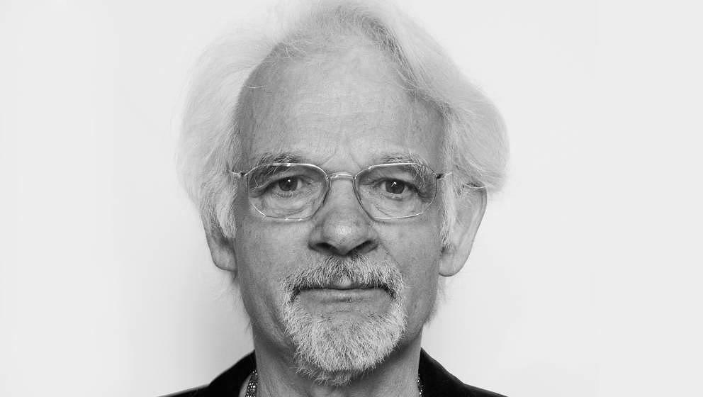 Ingo Insterburg war Liedermacher, Komödiant und Vorbild von Karl Dall, Mike Krüger, Otto Waalkes und Co.. Er starb nach langer Krankheit am 29.10.2018 in Berlin mit 84 Jahren.