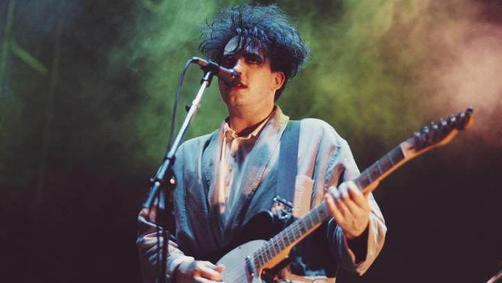 Robert Smith wurde als Frontmann der düsteren Band The Cure zur Legende.