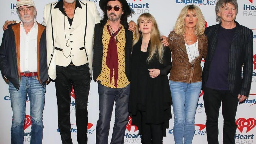 LAS VEGAS, NV - SEPTEMBER 21: John McVie, Mick Fleetwood, Mike Campbell, Stevie Nicks, Christine McVie and Neil Finn of Fleet