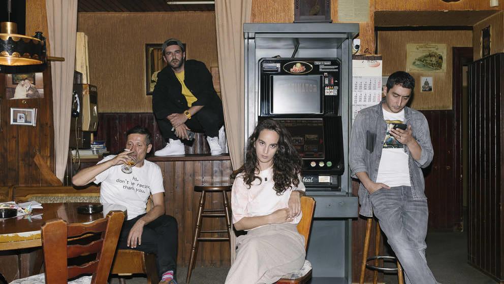 """Drei Rapper, ein Rocker, sie haben einige Gemeinsamkeiten, auch weil sie Kinder türkischer Eltern sind – aber macht sie das automatisch zu """"Deutschtürken""""? Von links: Aydo Abay, Chefket, Ebow, Eko Fresh"""
