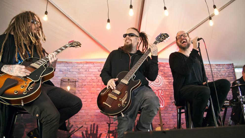 CHARLOTTE, NC - MAY 06:  (L-R) Guitarist Brian 'Head' Welch, bassist Reginald 'Field' Arvizu and singer Jonathan Davis of Kor