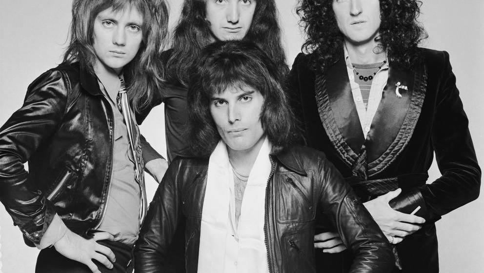 British rock band Queen, circa 1975. Clockwise from front, singer Freddie Mercury (1946 - 1991), drummer Roger Taylor, bassis