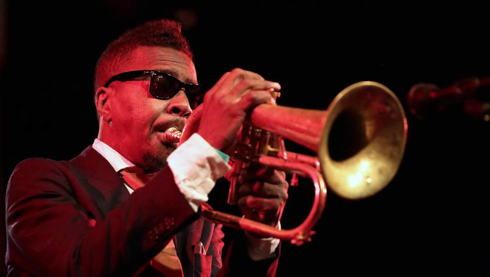 Der Jazztrompeter Roy Hargrove starb am 2. November 2019 mit 49 Jahren an einem Herzstillstand. Er nahm und trat unter anderem mit Common, Erykah Badu und D'Angelo auf.