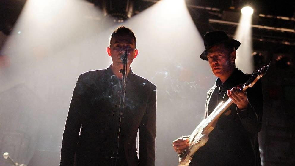Paul SIMONON und Damon ALBARN von THE GOOD THE BAD AND THE QUEEN am 17. August 2007 auf dem Lowlands Festival.