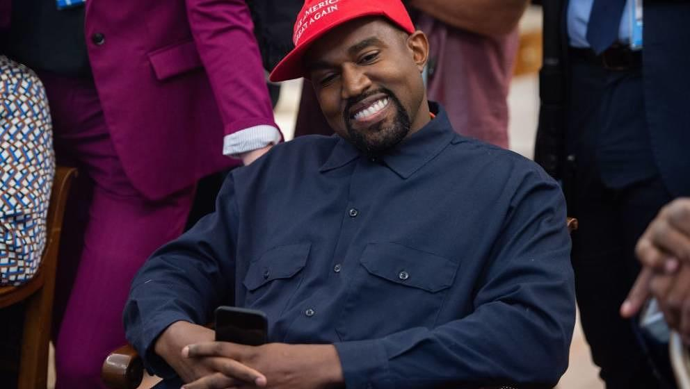 Name one genius that ain't crazy: Kanye West im Oval Office