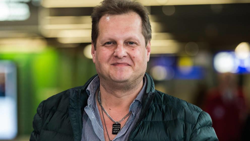 """Der durch Reality-Formate wie """"Goodbye Deutschland"""" und """"Dschungelcamp"""" als """"Malle-Jens"""" bekannt gewordene Jens Büchner starb am 17. November 2018 mit 49 Jahren an den Folgen von Lungenkrebs. Er hinterlässt fünf Kinder von drei Frauen sowie drei Stiefkinder."""