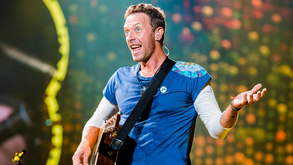 SAO PAULO, BRAZIL - NOVEMBER 7: Chris Martin of Coldplay performs live on stage at Allianz Parque on November 7, 2017 in Sao