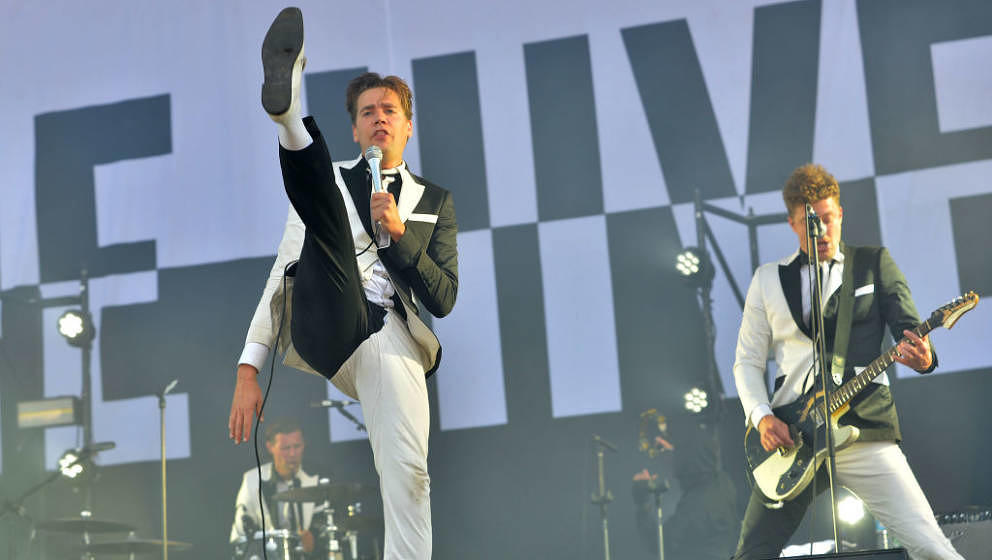 LONDON, ENGLAND - JUNE 30:  (EDITORIAL USE ONLY)  Pelle Almqvist of The Hives performs live on stage at Finsbury Park on June