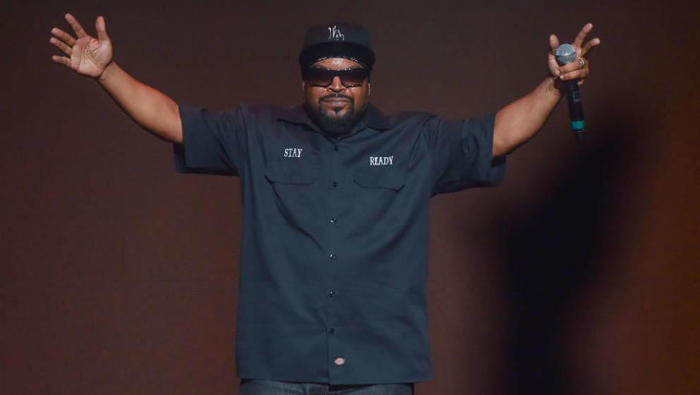 DETROIT, MI - SEPTEMBER 29:  Ice Cube performs on stage at The Fox Theatre on September 29, 2018 in Detroit, Michigan.  (Phot