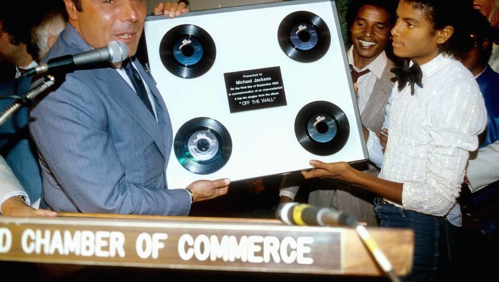 """1980 in Los Angeles: Michael Jackson wird vier seine vier """"OFF THE WALL""""-Singles ausgezeichnet"""