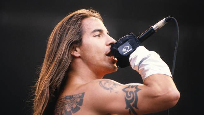 Anthony Kiedis live mit den Red Hot Chili Peppers 1992 beim Rock Werchter in Belgien