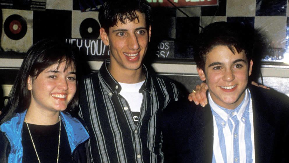"""Danica McKellar, Josh Saviano und Fred Savage bei Feierlichkeiten zur 100.Folge von """"Wunderbare Jahre"""" am 11. November 1992 in Beverly Hills"""