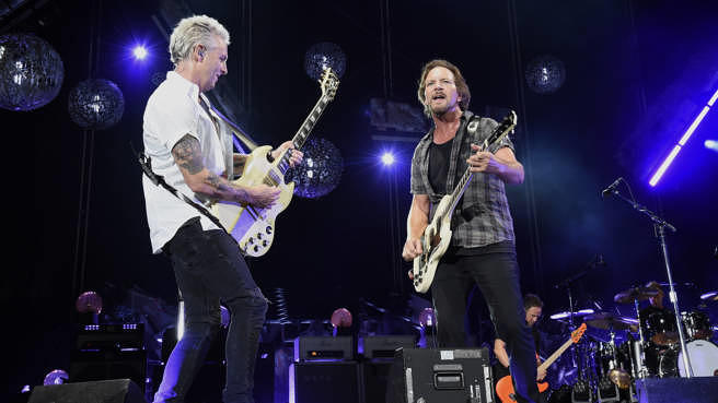 Pearl Jam im September 2018 im Fenway Park in Boston: Mike McCready und Eddie Vedder