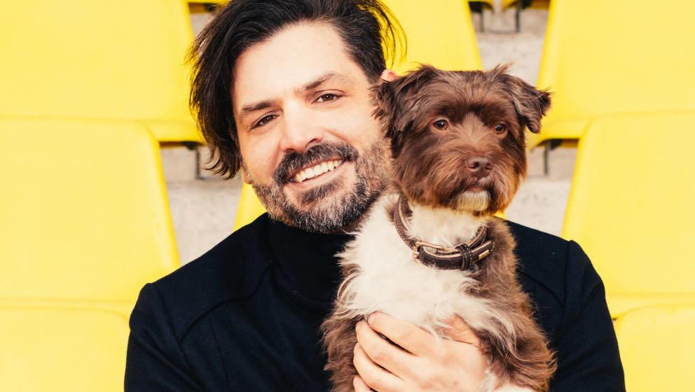 Er und sein Festival brauchen eine Auszeit: Timo Kumpf, Organisator des Maifeld Derby, mit Hund