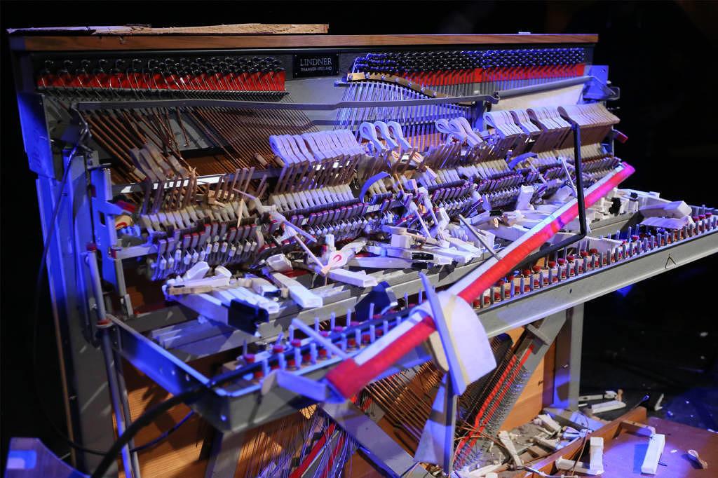 F.S.K.: Klavierzertrümmern im HKW