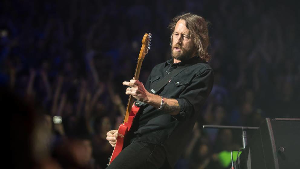 Chris Shiflett von Foo Fighters spielt bei einem Konzert im Madison Square Garden, 2018.