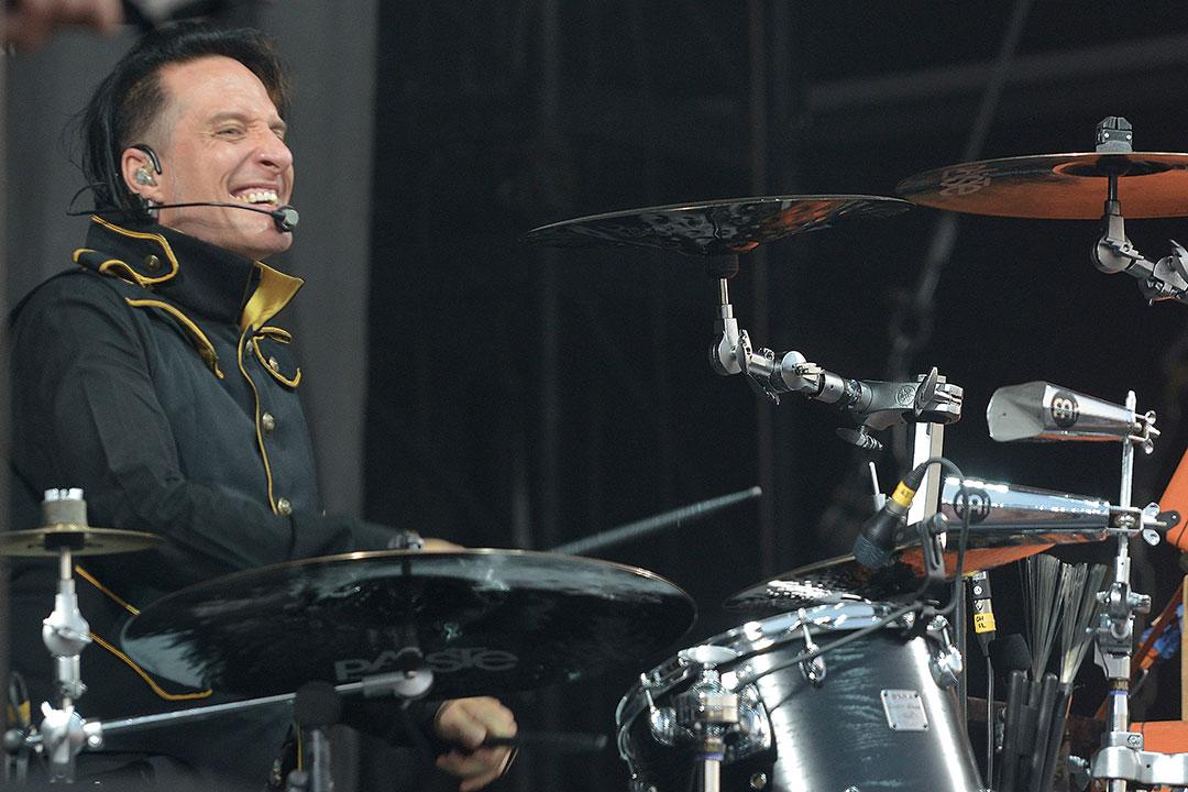 Bela B hinter seinem Steh-Schlagzeug.