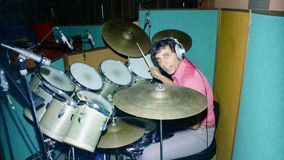 UNSPECIFIED - DECEMBER 28:  Photo of Hal Blaine.  (Photo by Michael Ochs Archives/Getty Images)