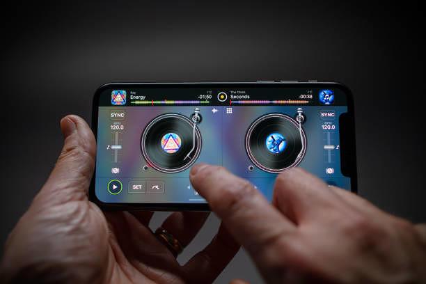 Mit der App djay können Hobby-DJs und Profis etwas anfangen