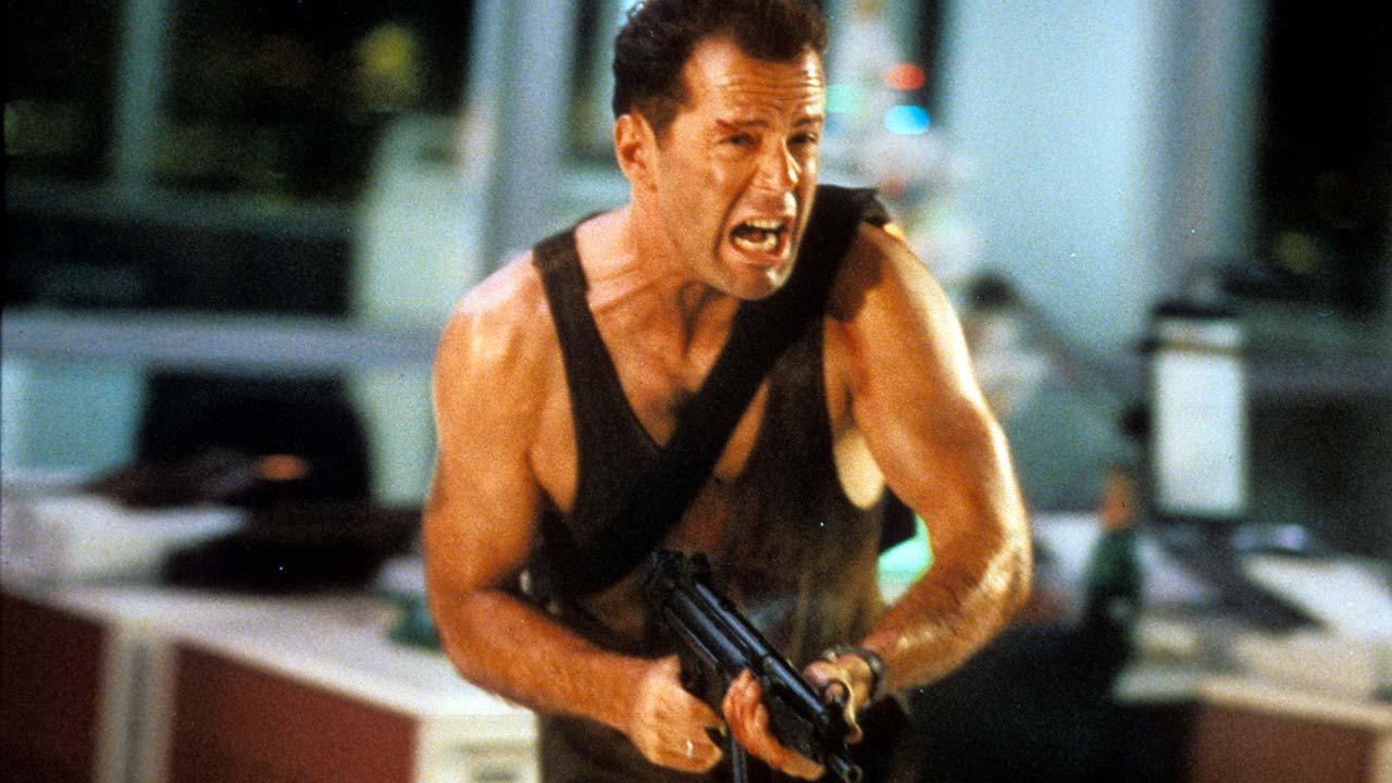 John McClane (Bruce Willis) im Alleingang gegen Terroristen