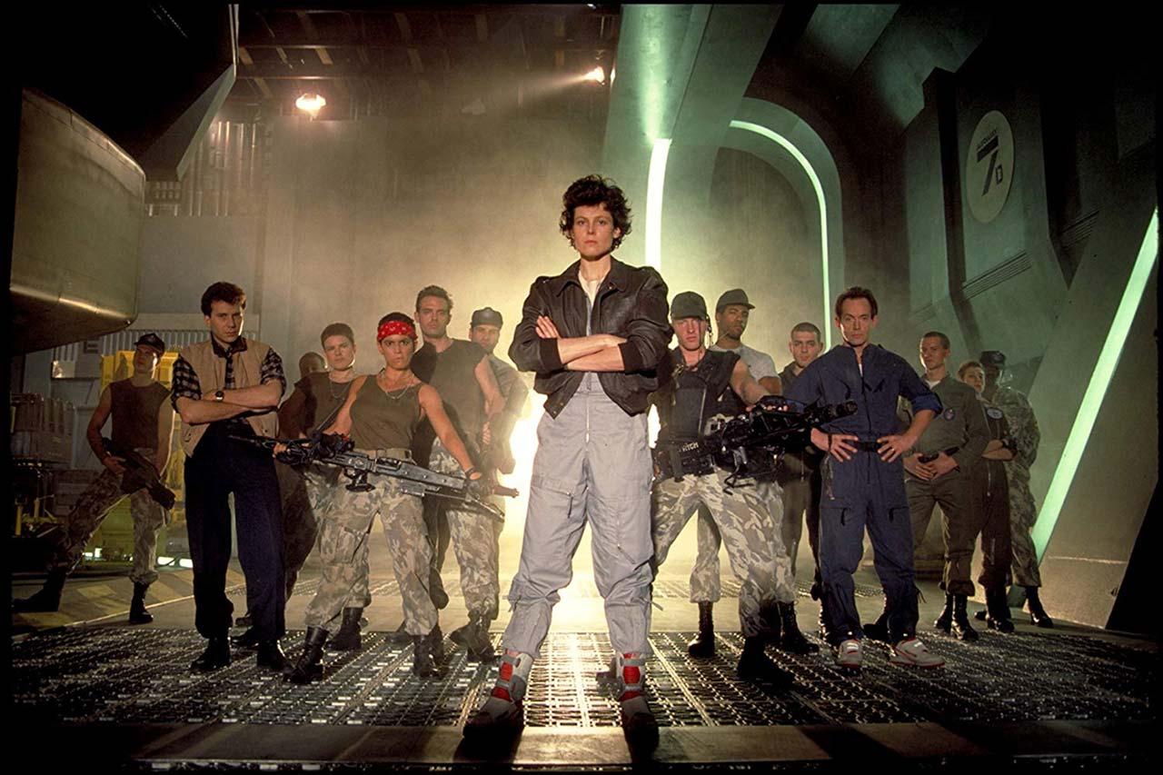 Ellen Ripley (Mitte, vorne) hat die Begegnung mit dem Alien schon mal überlebt. Jetzt muss sie sich erneut ihren Ängsten stellen.