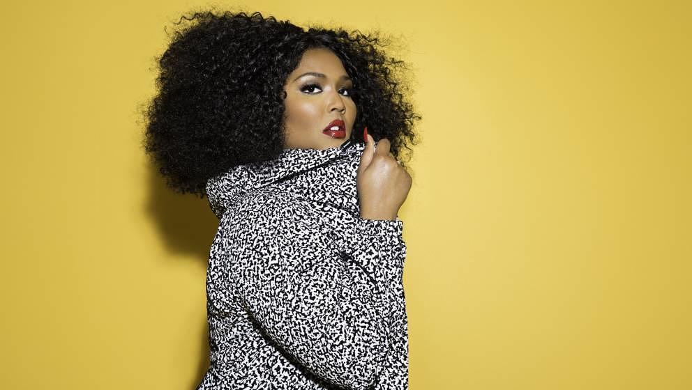 Auf ihrem neuen Album CUZ I LOVE YOU feiert Rapperin und Sängerin Lizzo die Selbstachtung