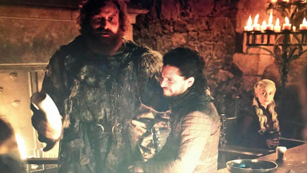 """Szene aus der 4. Folge der achten Staffel """"Game of Thrones"""". Rechts unten der heimliche Star der Folge."""