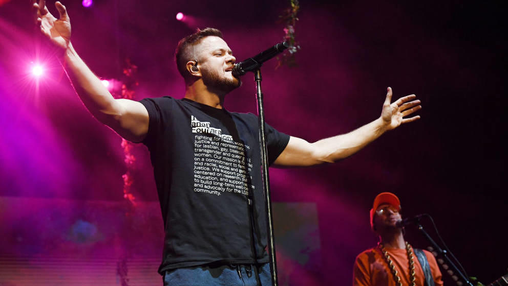 LAS VEGAS, NEVADA - NOVEMBER 07:  Frontman Dan Reynolds (L) and bassist Ben KcKee of Imagine Dragons perform during the Origi
