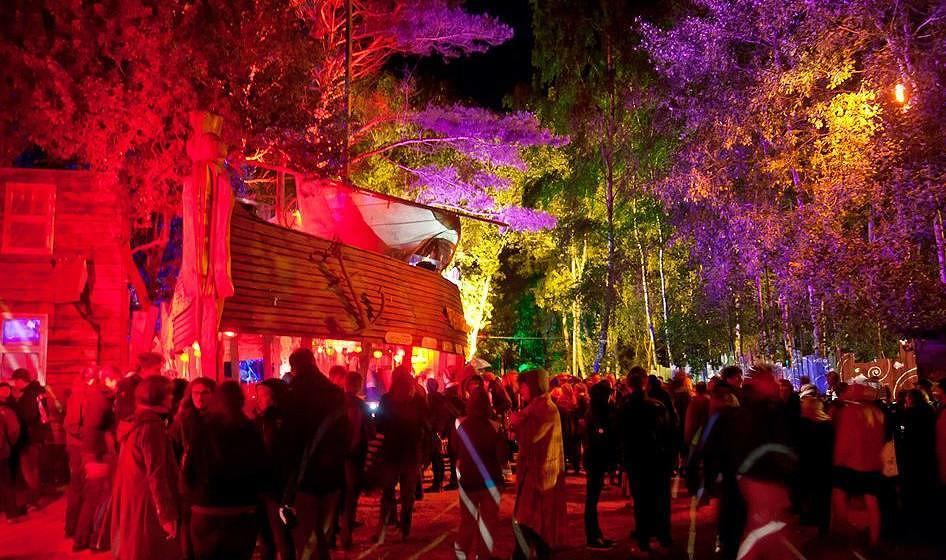Die Seebühne auf dem Gelände des Fusion Festivals.