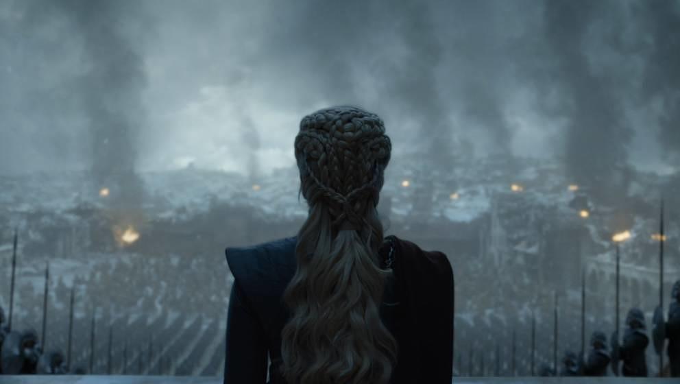 Überblickt ihr zerstörtes Königreich: Daenerys Targaryen.